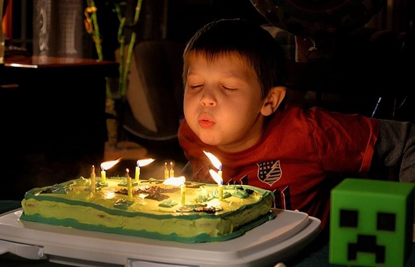Puhanje svjećica na torti povećava bakterije za 1400%
