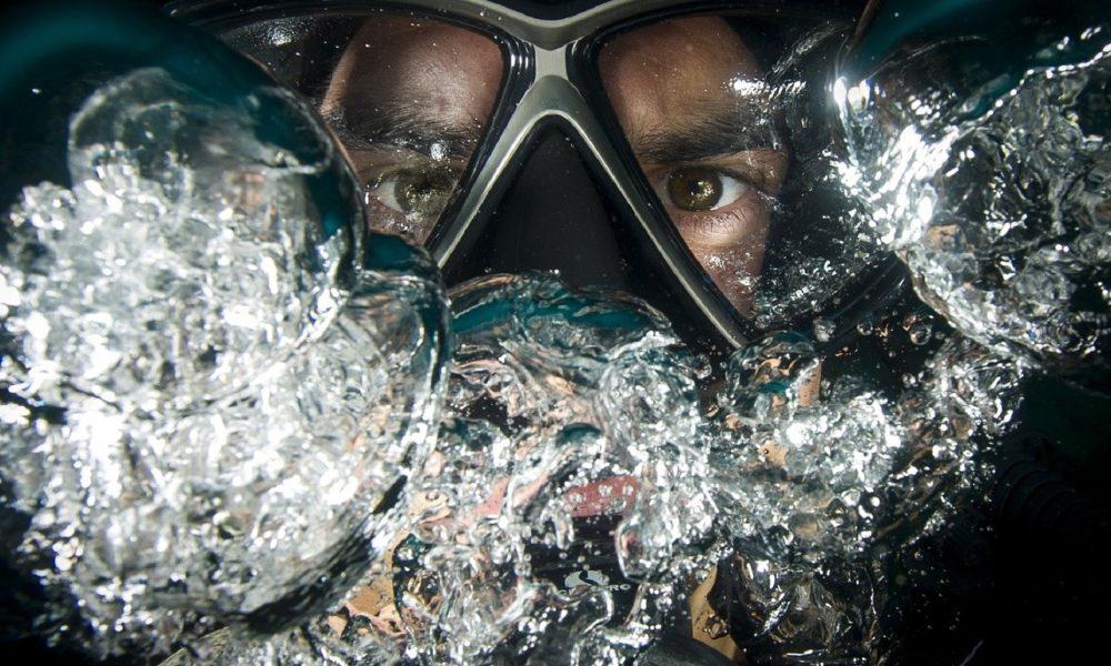 Grčki ronioci u borbi protiv štetnoga plastičnog otpada